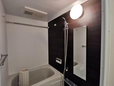 追い焚き機能・浴室乾燥機付きバス。