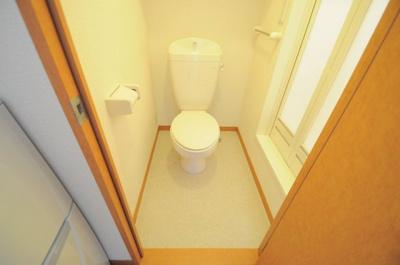 トイレ奥にお風呂があるのでお着替えも楽チンです!