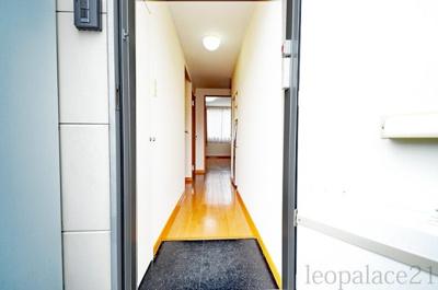 【玄関】レオパレスクエスタ