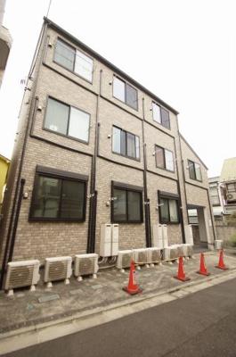 京急本線「京急蒲田」駅より徒歩6分の築浅デザイナーズアパートです。