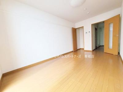 同タイプ室内 1階はフローリング、2階以上はカーペットタイプとなります。