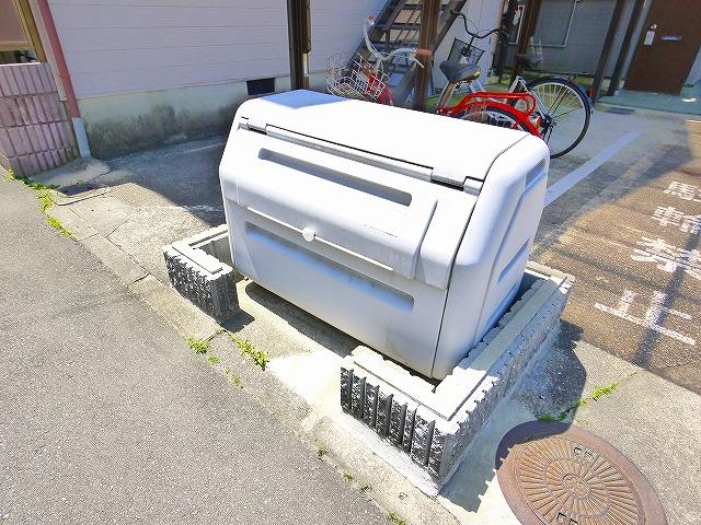 敷地内にゴミ捨て場もありますよ。