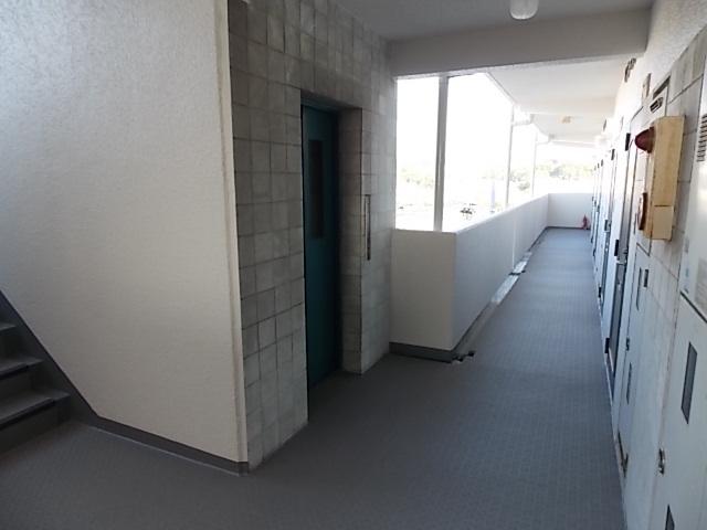 廊下も広くて明るいです♪