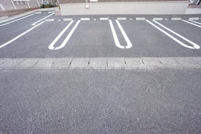 【駐車場】リベラル ファミリア