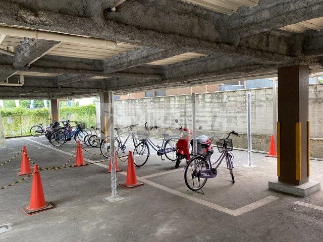 リベラルコート 自転車置き場