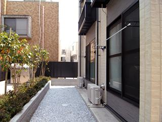 Sコートでは洗濯物も干せます。半透明の仕切りをしめればお洗濯ものを隠せます。
