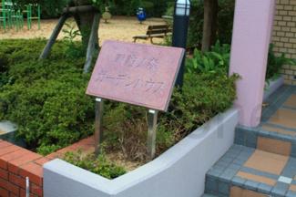 小学校も駅もすぐ近くにある人気のマンションです