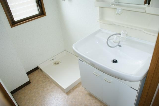 サンライズ柏原 洗面台・室内洗濯機置場