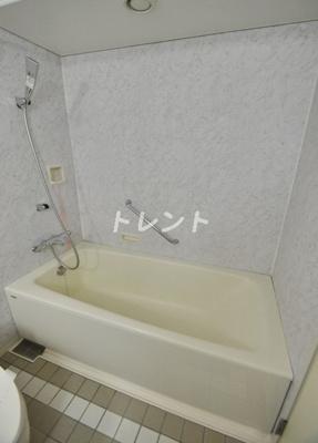 【居間・リビング】ハンドレッドステイレジデンス