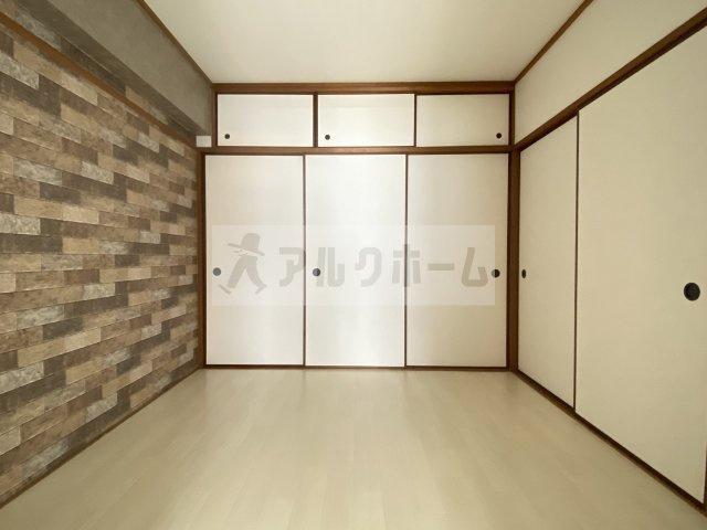 ここの洋室は少し狭めですが