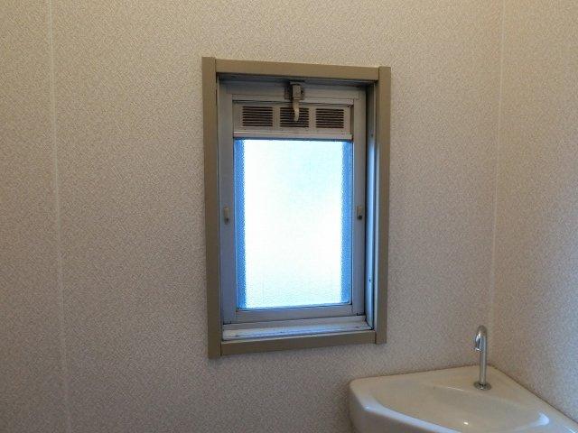 映和ハイツ トイレ 小窓