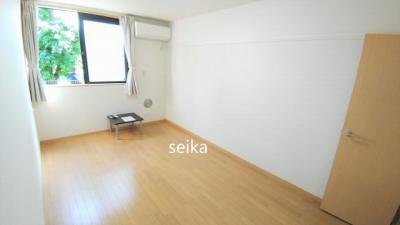 1階のお部屋はフローリングです。 液晶テレビ・テーブル付き