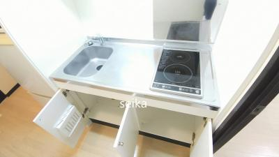 ゆったりキッチン、まな板も余裕で置けます☆