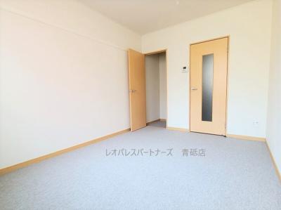 参考写真:現況優先となります。1階はフローリング、2階以上はカーペットタイプとなります。