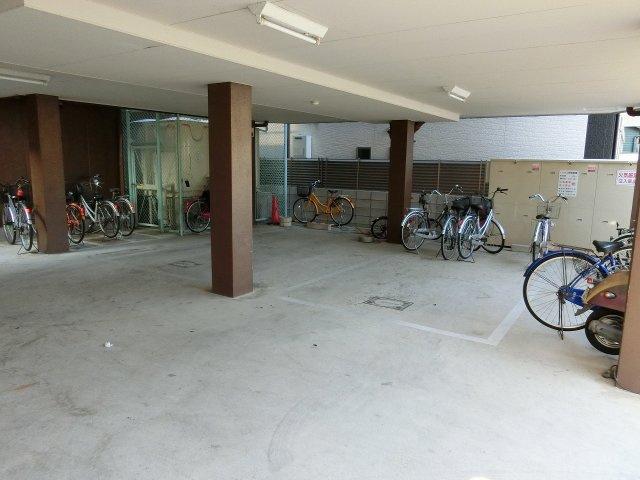 シャルムコート(柏原市清州) 駐車場