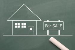 住宅ローン返済が厳しい状況…検討するべき不動産の任意売却とは?の画像