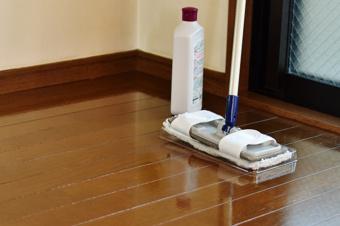 賃貸物件の床にワックスがけをする方法と注意点の画像