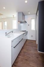オープンキッチンで開放的にリフォーム‼の画像