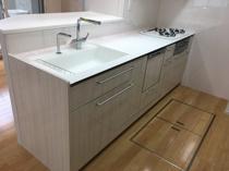 最新キッチン‼クリスタルシンクに自動水栓‼の画像