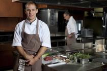 飲食業界で外国人を雇用する際に必要なことや注意点についての画像