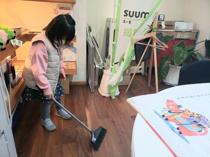 かわいい事務員さんが大掃除のお手伝い!!の画像