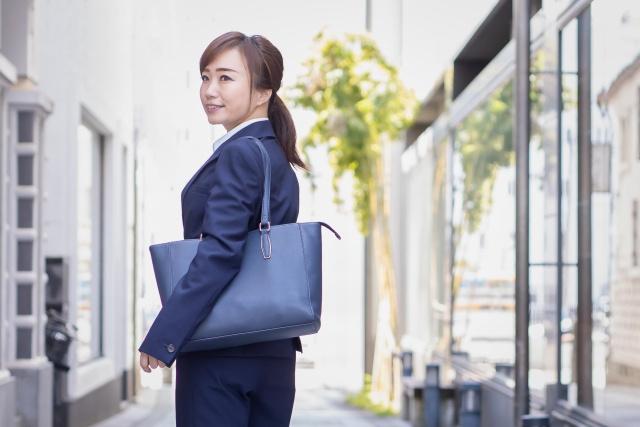 不動産営業のバッグで重要な選び方とは?仕事道具の中身も紹介の画像