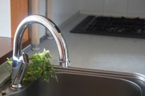 便利で清潔!新築物件におすすめのタッチレス水栓のメリットデメリットの画像