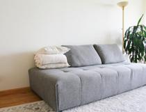 賃貸物件で狭いお部屋でもあきらめない!ソファのあるくつろぎ生活の画像