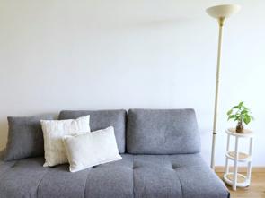 賃貸物件の狭い部屋でもソファは置ける!ソファのメリットや置く工夫を紹介の画像