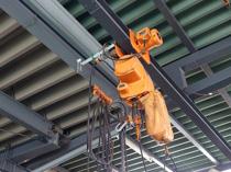 工場の天井にクレーンを設置する場合の費用や注意点の画像