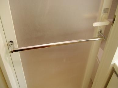 こまめにやらないとあとで大変に!賃貸物件の浴室ドア掃除方法や注意点を紹介の画像