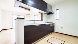 マイホームに開放感がプラス!対面式キッチンのメリットデメリットの画像