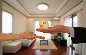 今の家に住みながら不動産を売却するには?スムーズに新生活に移行しよう!の画像