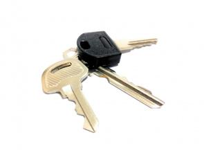鍵を紛失した際の対処法は?届出や鍵の交換についても解説の画像
