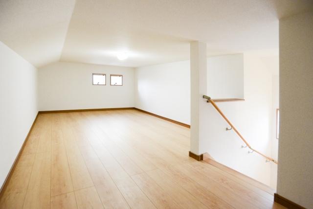 新築購入時に屋根裏部屋の設置を検討している人必見!費用や活用方法は?の画像