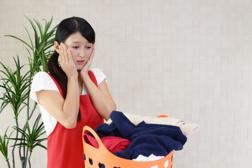 【悲劇!!ティッシュを一緒に洗濯してしまった】対処方法をご紹介!の画像
