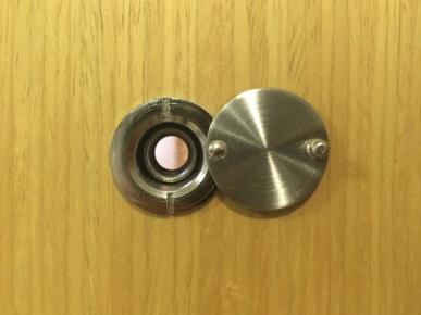 【ドアスコープで招く危険とは?】今すぐ簡単にできる防犯対策!の画像