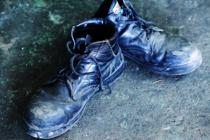 工場の作業には必要不可欠な安全靴の重要性とは?お手入れ方法も解説の画像