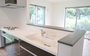 人気の住宅設備である対面式キッチンのメリットや注意点をチェック!の画像