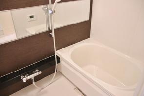 賃貸物件のお風呂をおしゃれにしたい!賃貸物件でも取り入れやすいDIYのアイデアの画像
