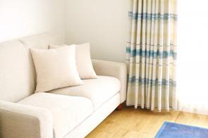 狭い賃貸物件でもソファを置きたい!空間を上手に活用するには?の画像