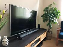 【部屋のテレビのベストなサイズ・高さとは?】視聴距離と体勢がポイント!の画像