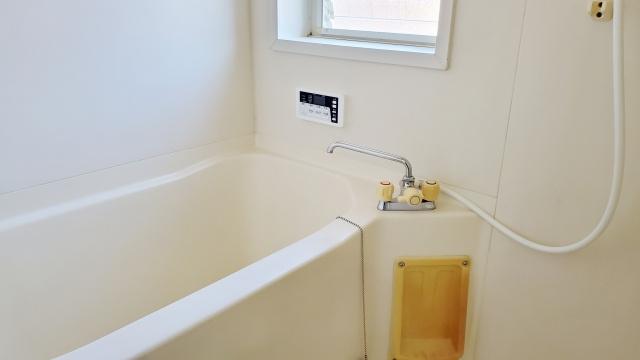 賃貸物件のお風呂の黄ばみの原因とは?改善するための対策はある?の画像