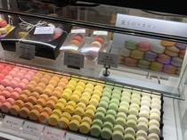 洋菓子のマカロンをメインに販売している「Rond. セレオ甲府店」。の画像
