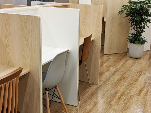 快適なオフィスづくりにおすすめのパーソナルブースのメリットとデメリットとは?の画像