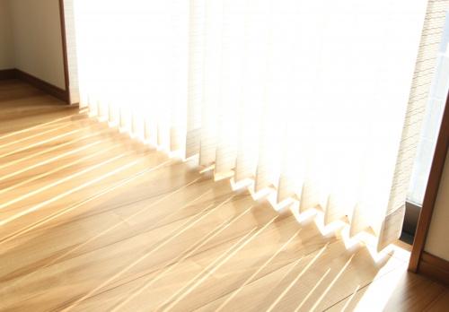 暑い夏を乗り越える!南向きの窓の日差し対策実践例の画像