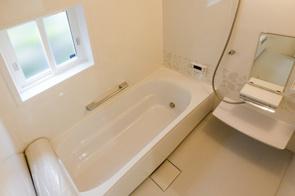 お風呂に窓がある賃貸物件に住むメリットとデメリットとはの画像
