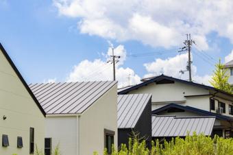 屋根が越境していると不動産売却は難しい?その原因と対処法とはの画像