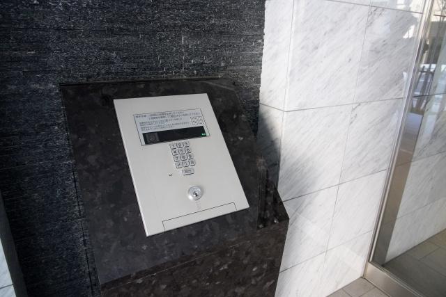 賃貸物件のエントランスの鍵がオートロックだと心配なことも?対処法をチェック!の画像