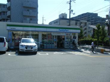 ファミリーマート 豊中長興寺店の画像1
